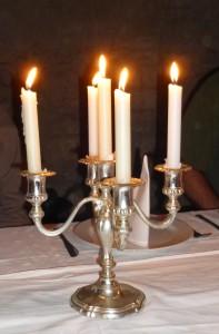 Kerzenständer beim abendlichen Mahl
